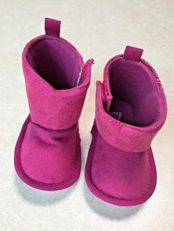 New w/o box, very cute fucshia pink sparkly booties for baby